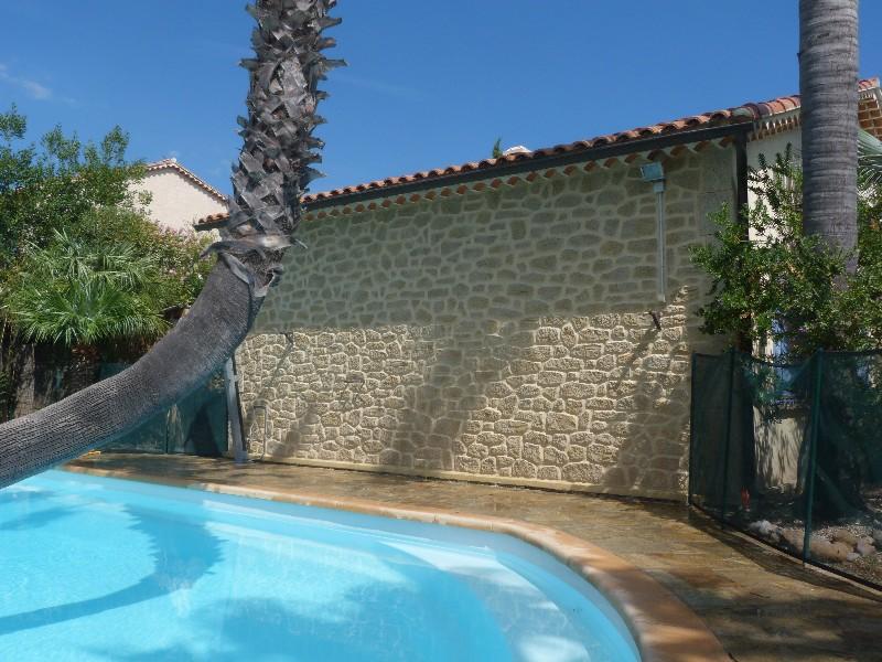 Enduit deco pierre carqueiranne ravalement de fa ade for Enduit pour piscine beton